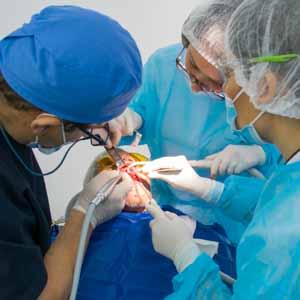 Implant basal et couronnes métal composite